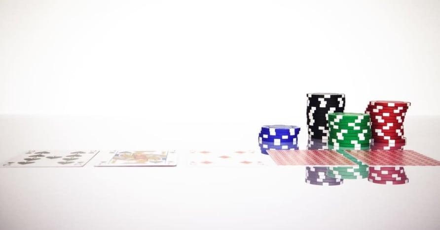 Pochopte pravidlo Blackjack Soft 17 v online hazardných hrách